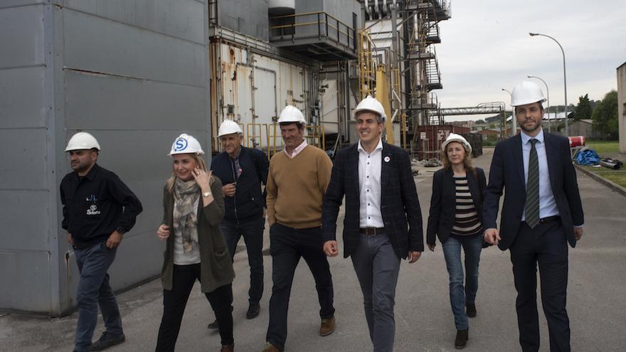 Visita de los candidatos del PSOE a las instalaciones de Sniace.