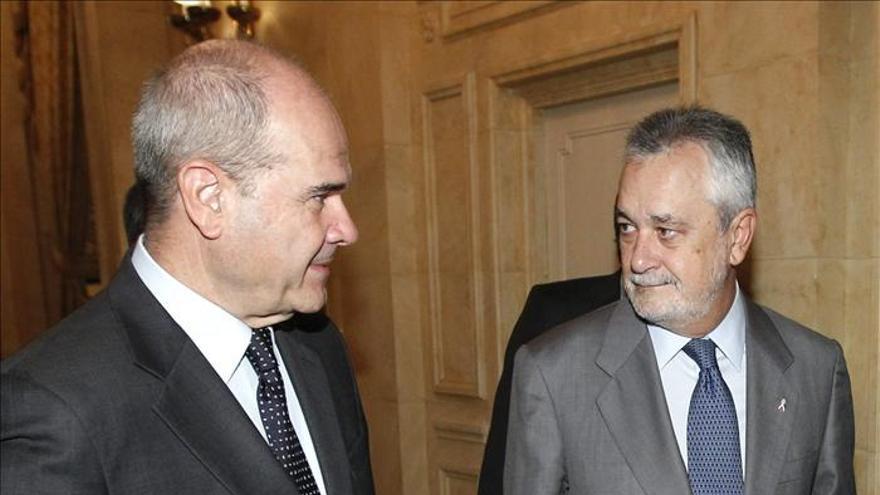 La imputación de Chaves y Griñán en los ERE crea dudas entre los abogados
