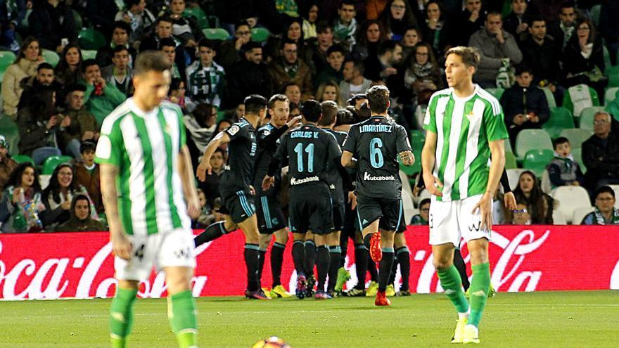 La Real Sociedad celebra un gol ante el Betis