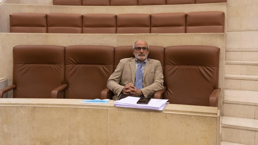 Archivo - Consejero de Sanidad, Miguel Rodríguez, en el Parlamento