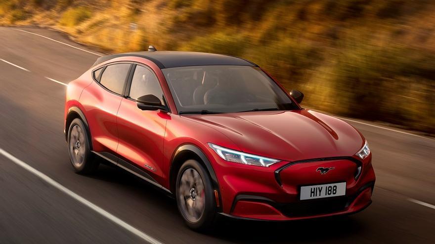Ford Mustang Mach-E, un SUV eléctrico de 600 kilómetros de autonomía.