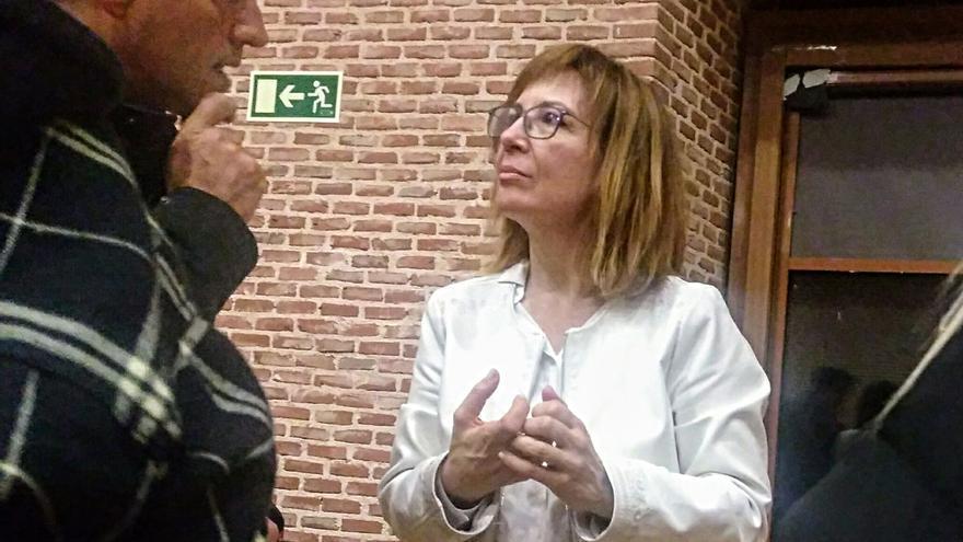 Mar Barberán, Comisionada de Malasaña, dialoga con un vecino   SOMOS MALASAÑA