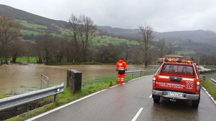Los servicios de emergencias controlan el cauce de los ríos de la región ante el riesgo de derbordamientos