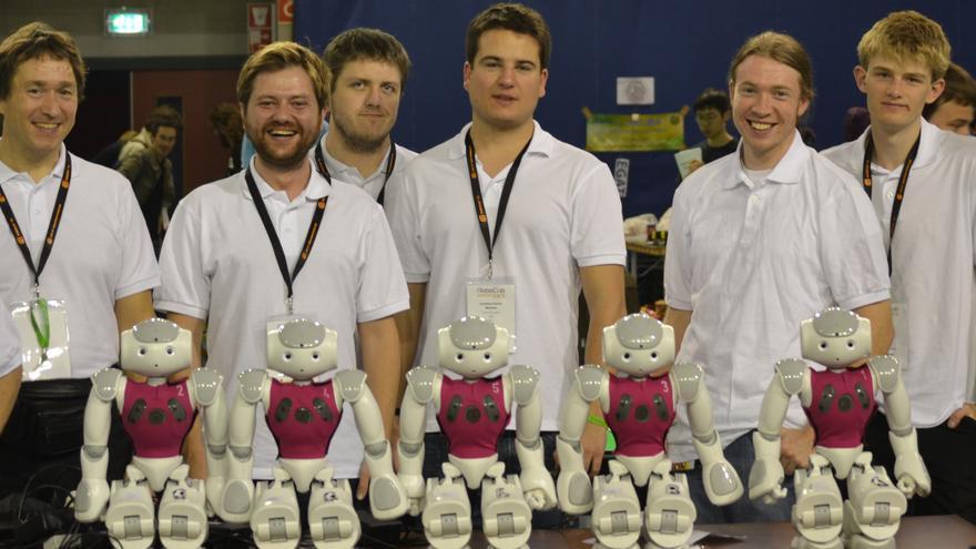 Equipo de robótica español- australiano MiPal (Foto: RoboCup2013, cedida a www.hojaderouter.com por el equipo de la Universidad Pompeu Fabra y Griffith University de Australia)