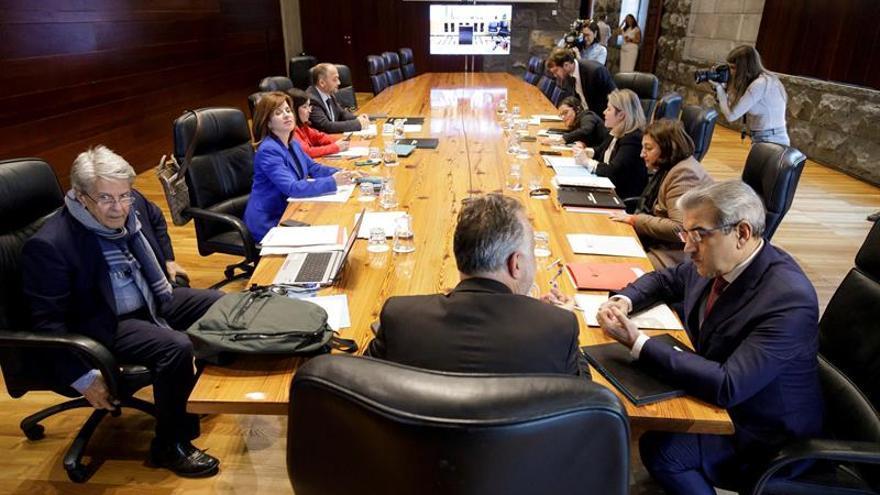 El presidente del Gobierno de Canarias, Ángel Víctor Torres (c), en el Consejo de Gobierno celebrado este miércoles en Santa Cruz de Tenerife