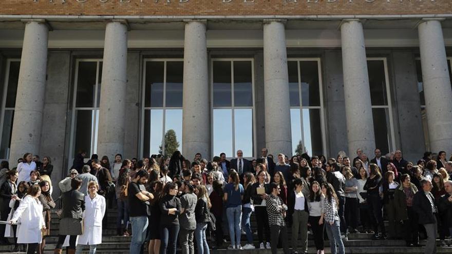 Centenares de mujeres secundan el paro feminista en el Ayuntamiento de Madrid