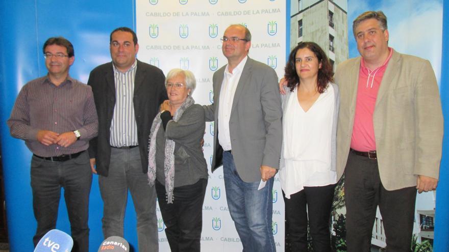 En la imagen, Pestana y sus cinco consejeros este miércoles tras la rueda de prensa.