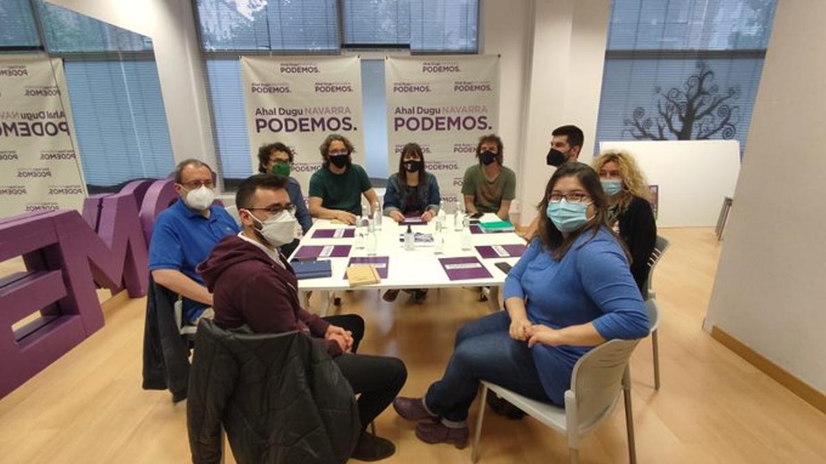 Representantes de Podemos Navarra, Izquierda Unida Navarra y Batzarre en la reunión celebrada este martes