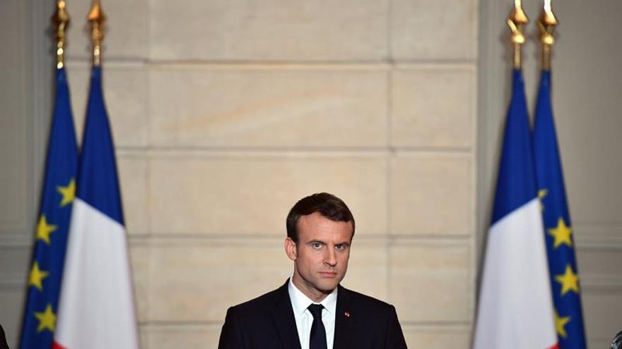 Macron y el papa hablan de los refugiados y el clima en su primera conversación