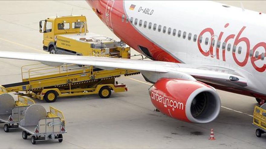 Air Berlín exige recorte salarial a su plantilla y directivos, según medios alemanes