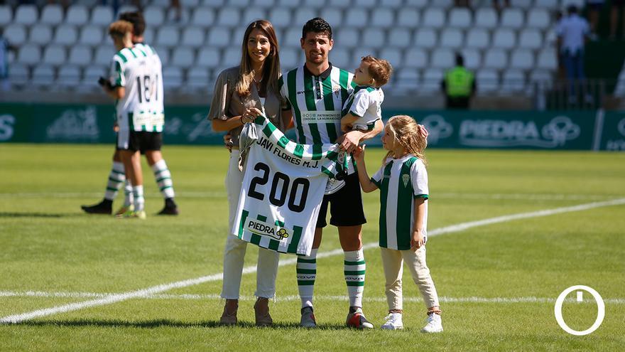 Javi Flores durante el homenaje por sus 200 partidos