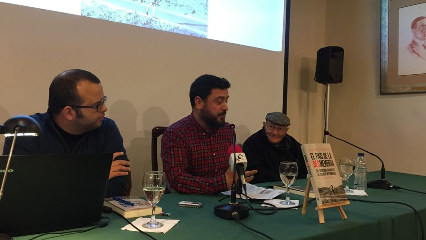 Juan Miguel Baquero, en el acto sobre su último libro celebrado en el Instituto de Estudios Canarios, en La Laguna (Tenerife)