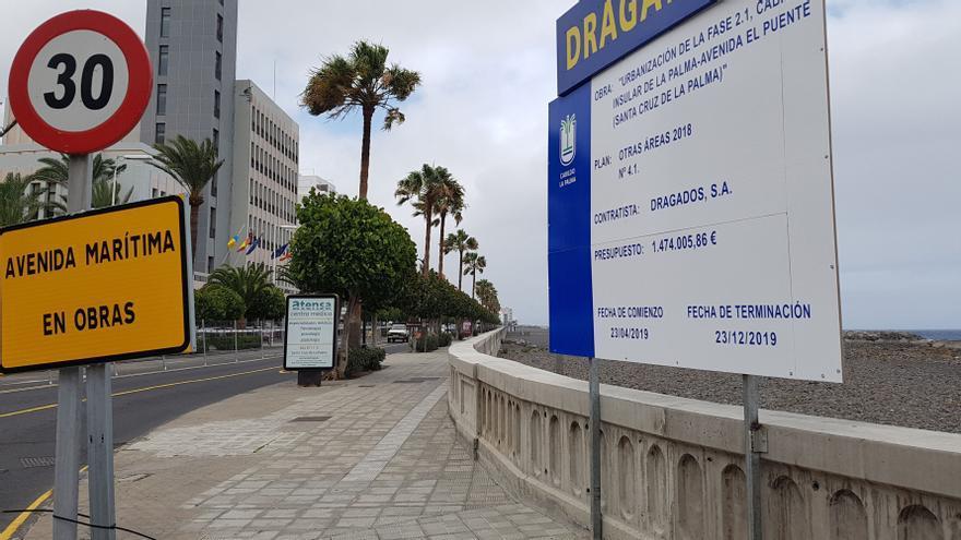 Cartel de la obra que se lleva a cabo en la Avenida Marítima de Santa Cruz de La Palma.