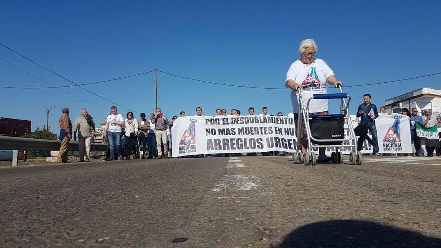 Manifestación N-430 autovía A-43 Santa Amalia