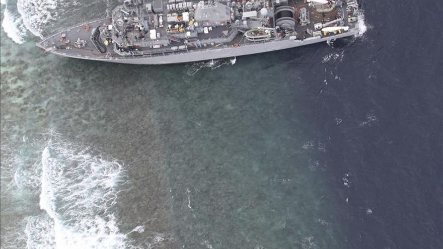 Nuevos planes para sacar el dragaminas de EEUU encallado en un atolón filipino