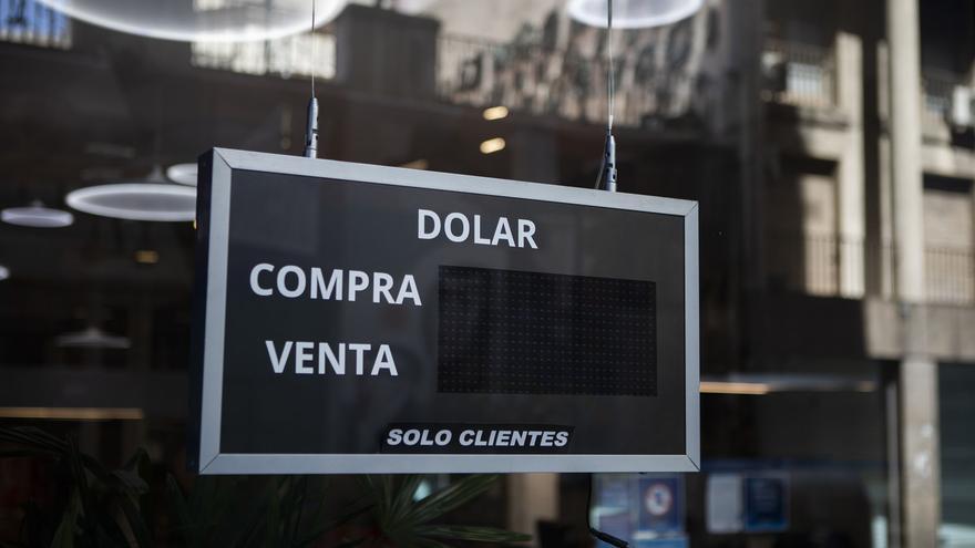 """""""El dólar blue no impacta en el nivel de precios de manera directa, pero mueve las expectativas de devaluación"""", dice Rajnerman"""