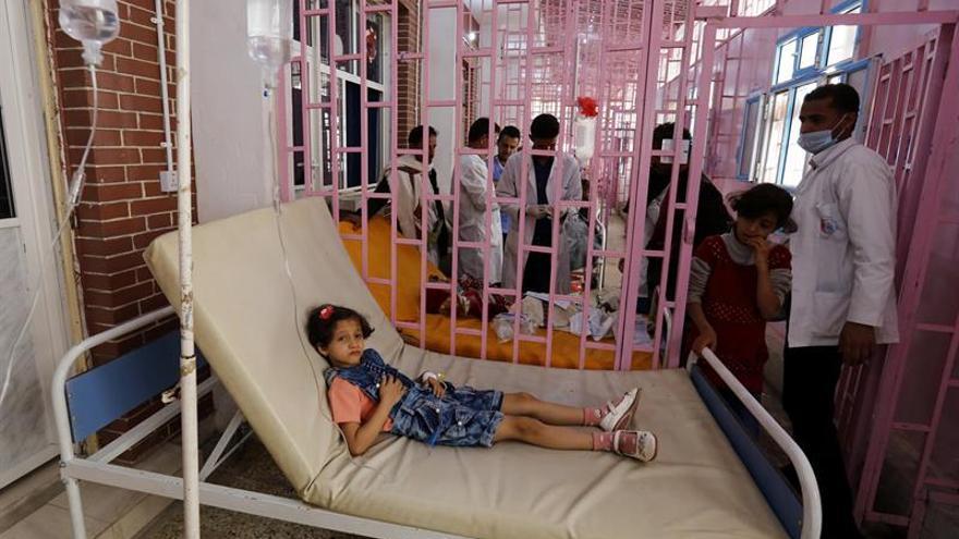 La Cruz Roja calcula que los casos de cólera en Yemen suban a 900.000 a final de año