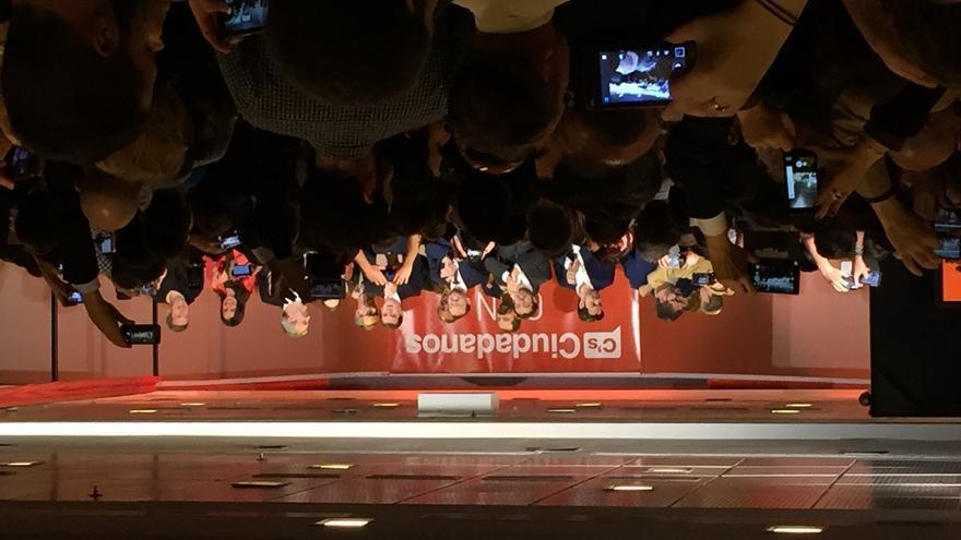 Acto de apertura de campaña de Ciudadanos, con Rivera en el centro.