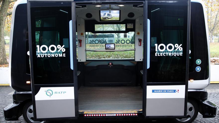 Modelo de vehículo eléctrico y autónomo probado en París.