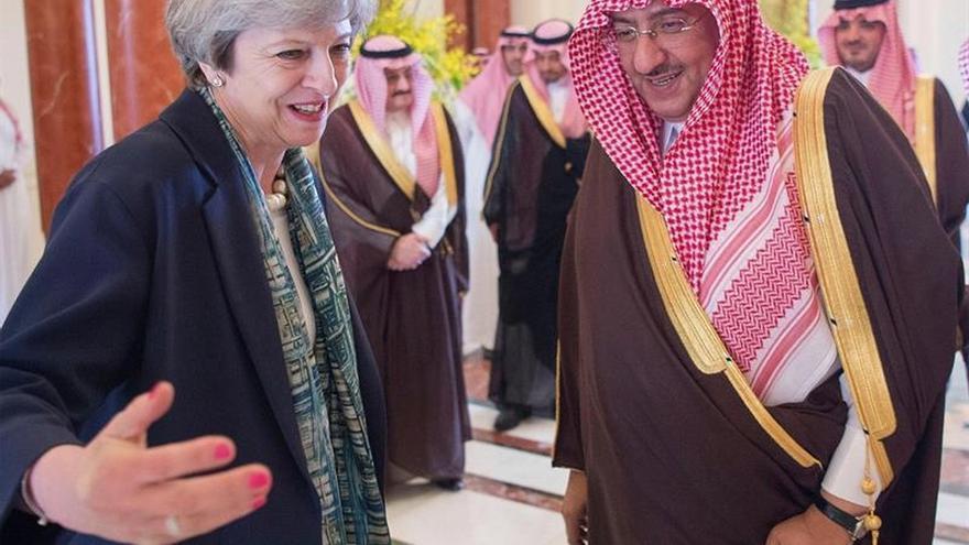 Theresa May llega a Arabia Saudí para reforzar la lucha antiterrorista