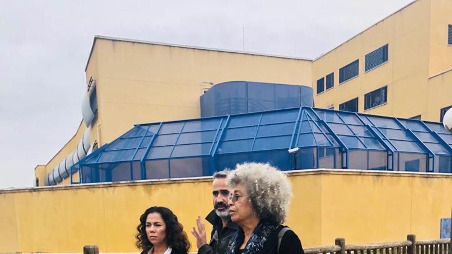Angela Davis visita el CIE de Madrid.