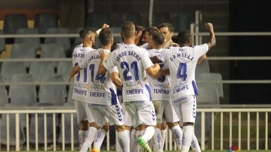Los jugadores del CD Tenerife celebran uno de los tantos conseguidos frente al Barcelona B.