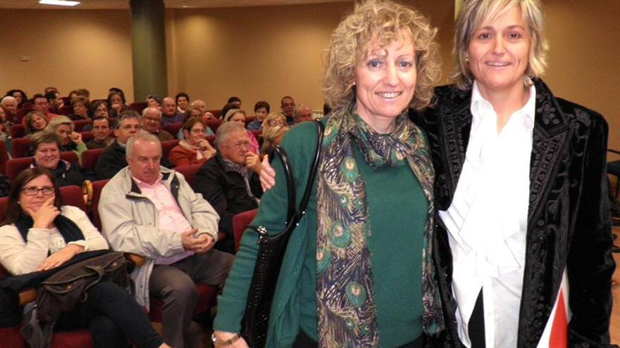 Eva Díaz Tezanos y Esther Bolado, candidata del PSOE en Camargo