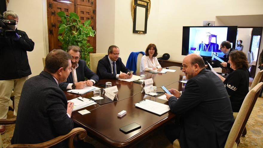 Miembros del Consejo de Gobierno de Castilla-La Mancha se reunieron con sindicatos y empresarios en videoconferencia