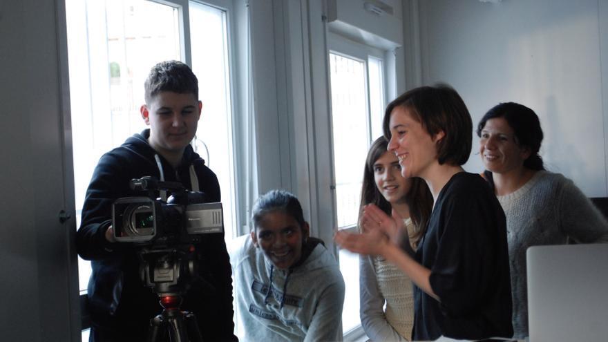 Carla Simón trabajando con sus alumnos del instituto Maria Espinal de Barcelona