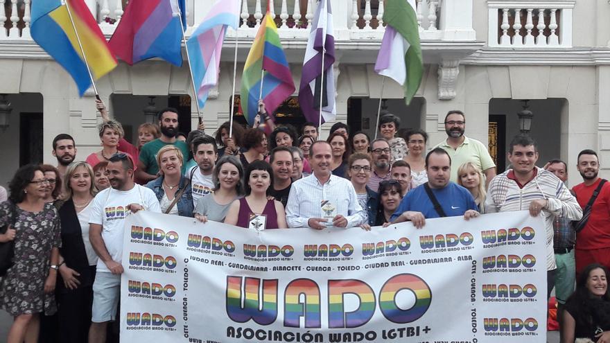Foto de grupo de premiados y organización tras los Premios Panal WADO de Guadalajara