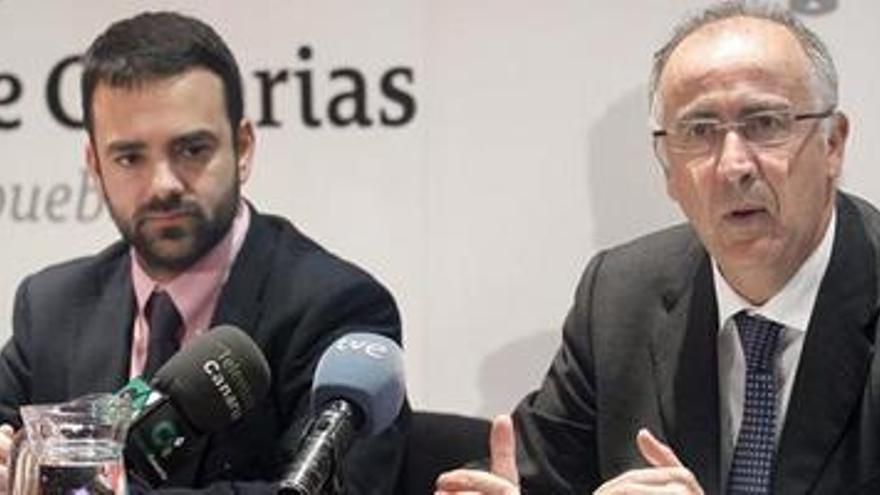 Francisco Hernández Spínola, junto a Aarón Afonso, director general de la Función Pública del Gobierno de Canarias.
