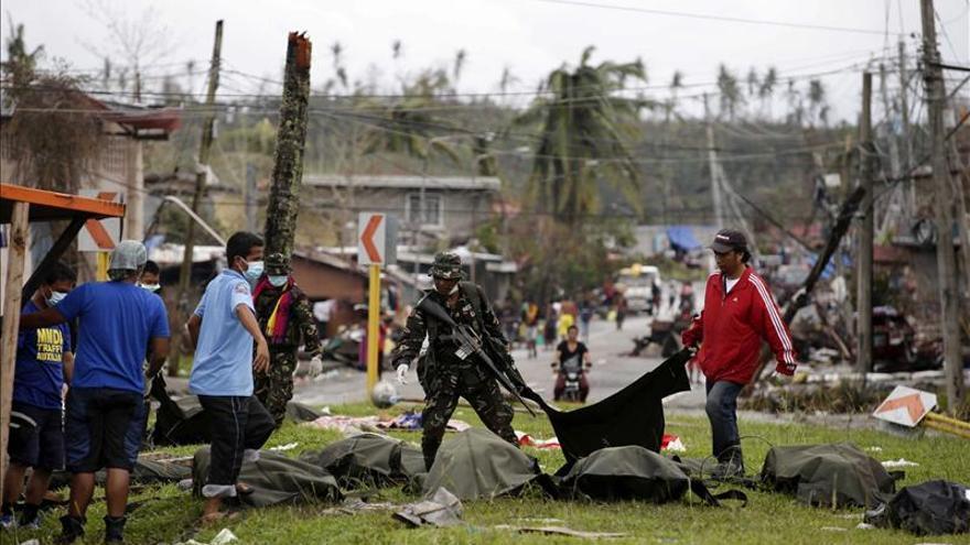 Comienzan los enterramientos masivos en Filipinas para evitar epidemias