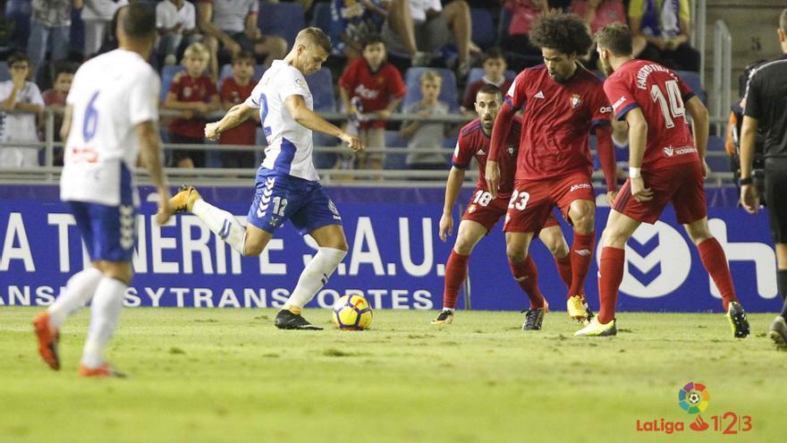 Partido entre el CD Tenerife y el CA Osasuna.
