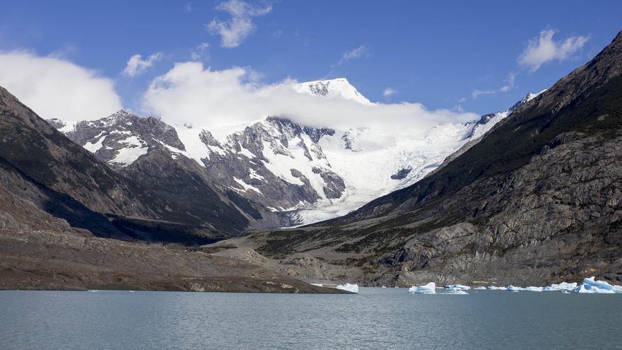 Navegando por el Lago Argentino en busca de los grandes glaciares.