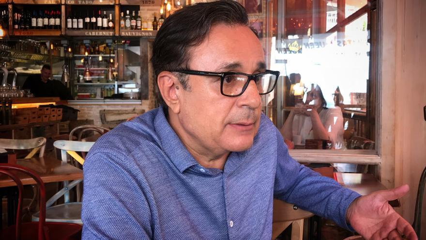 El novelista vasco Iñaki Martinez habla sobre la Cuba prerevolucionaria y el franquismo