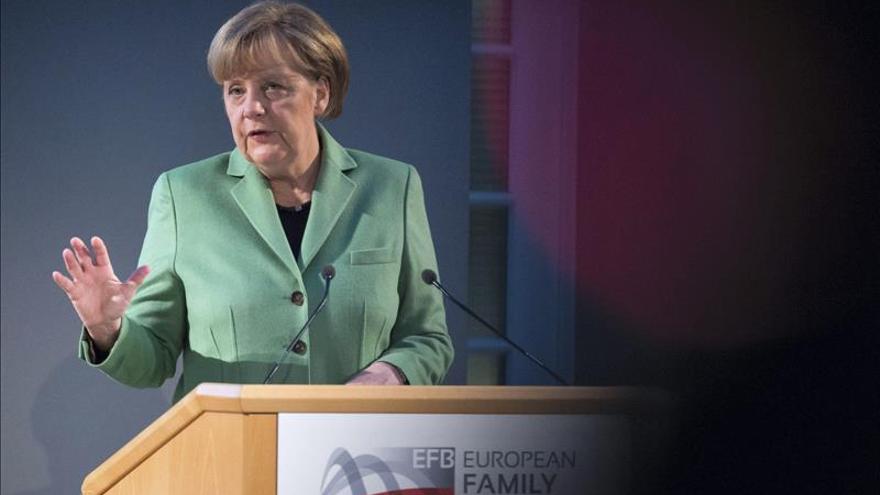 """Merkel culpa a Rusia de que se esté """"muy lejos"""" de una tregua en Ucrania"""