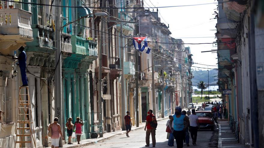 La UE pide a Cuba liberar a los opositores y los periodistas detenidos en protestas