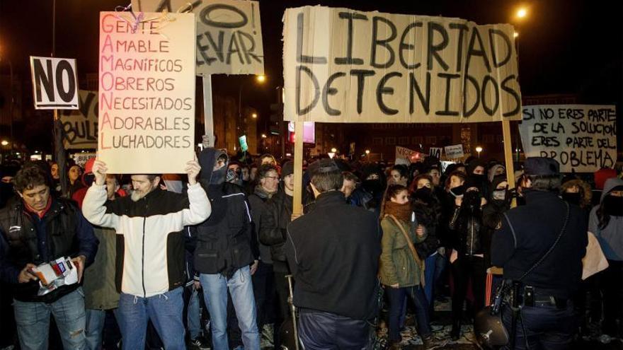 Sigue la concentración de vecinos en Burgos y entran en prisión 4 detenidos