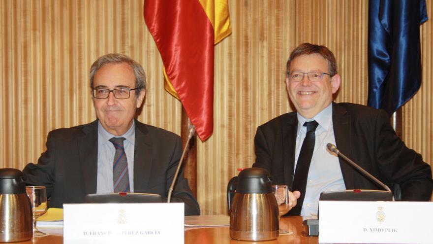 Francisco Pérez, del IVIE, y Ximo Puig, en el Congreso de los Diputados.