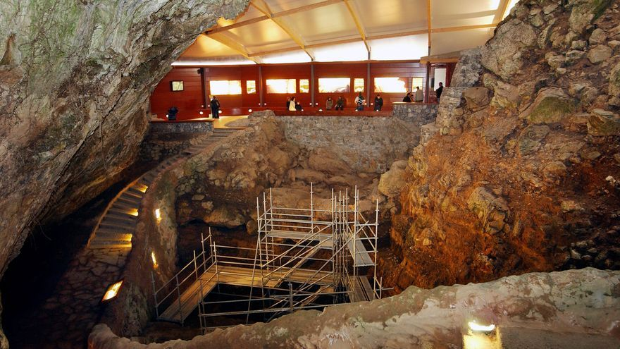 Imagen del acceso a las cuevas del Monte Castillo, en Puente Viesgo.