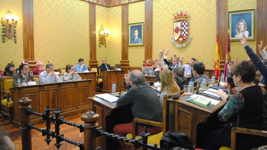 Votación en el pleno municipal del Ayuntamiento de Valdepeñas
