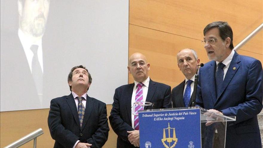 Ibarra aboga por que no quede sin esclarecer ningún crimen de ETA