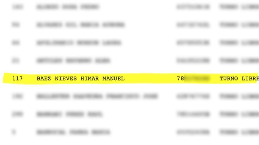 El listado oficial de admitidos a las oposiciones, en el que aparece Himar Báez pero no su padre, Manuel Báez.