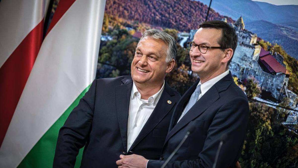 Los primeros ministros de Hungría y Polonia, Viktor Orbán y Mateusz Morawiecki.
