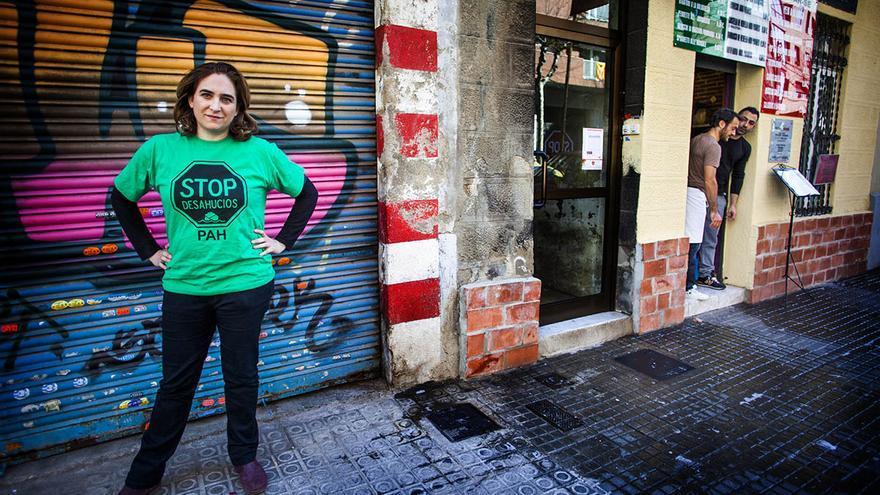 Ada Colau, portavoz de la Platataforma de Afectados por la Hipoteca (PAH), en la calle Enamorats de Barcelona / Carmen Secanella