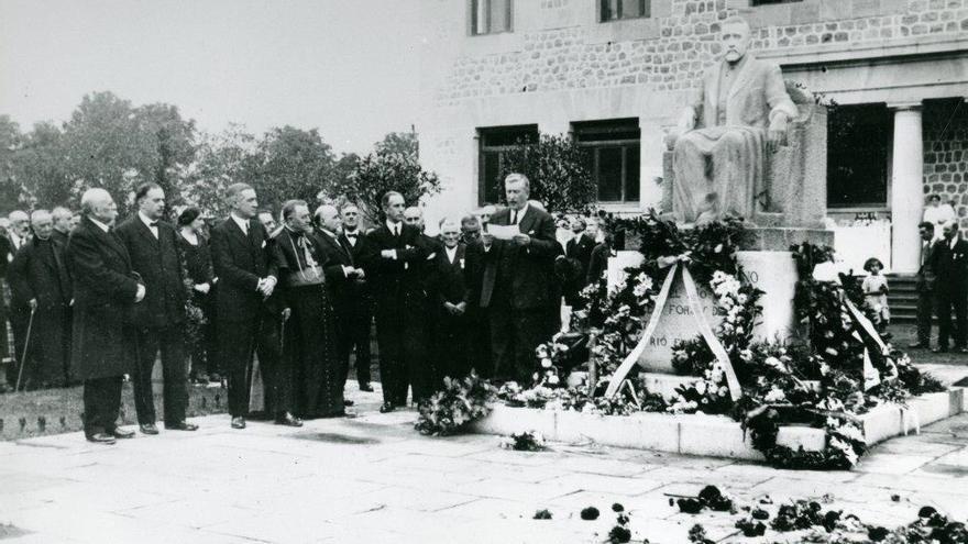 Inauguración del monumento a José María Quijano, fundador de Forjas de Buelna. | Archivo Paulino Lagunillo / Desmemoriados