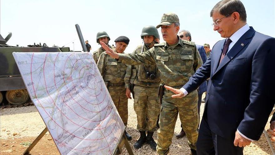 El primer ministro turco visita el simbólico enclave de Suleyman Sah en Siria