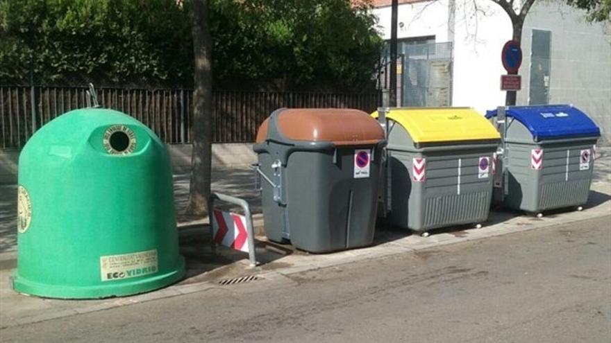 Contenedores de recogida selectiva de residuos.