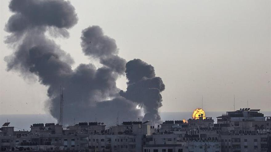 Muere un israelí por un cohete disparado desde Gaza en una escalada que continúa