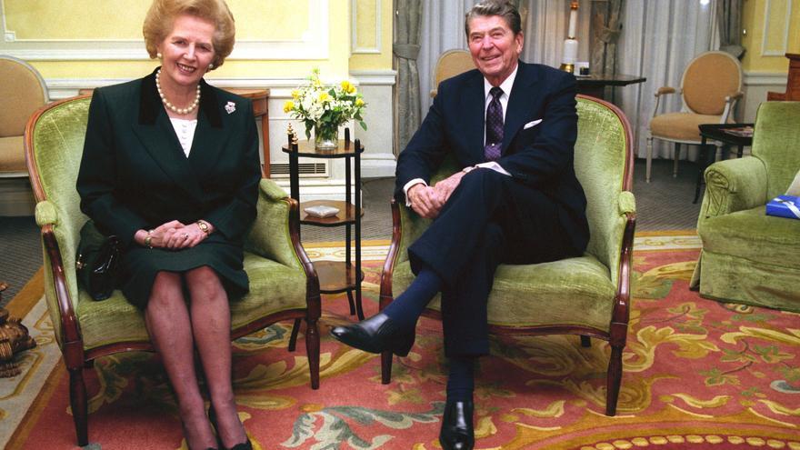 La exprimera ministra británica Margaret Thatcher y el expresidente estadounidense Ronald Reagan, en una imagen de 1990.